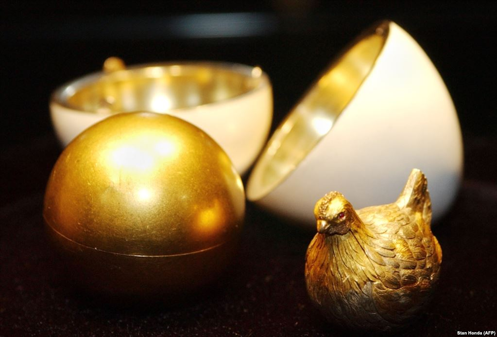 The Faberge Hen Egg - AFP Photo by Stan Honda